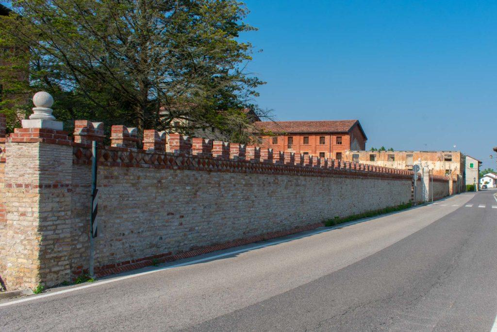 Muro di cinta, lato via Lucina Savorgnan GIulietta