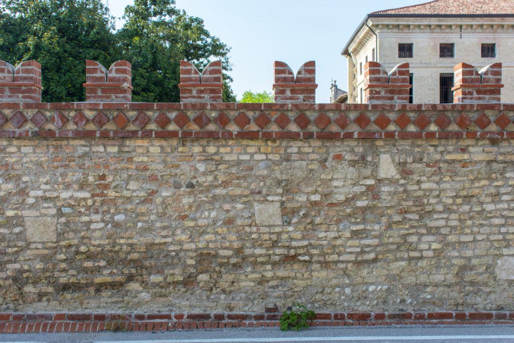 Mura di cinta Villa Ottelio Savorgnan, paramento